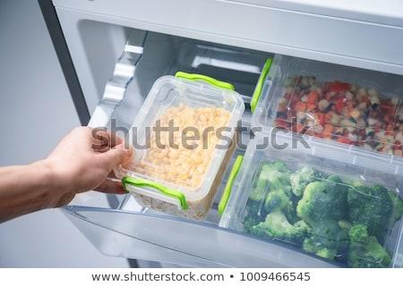 donna · alimentare · frigorifero · vista · posteriore · casa · home - foto d'archivio © andreypopov