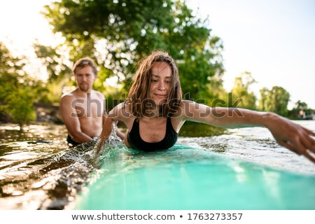 Stock fotó: Portré · boldog · nő · áll · szörfdeszka · víz