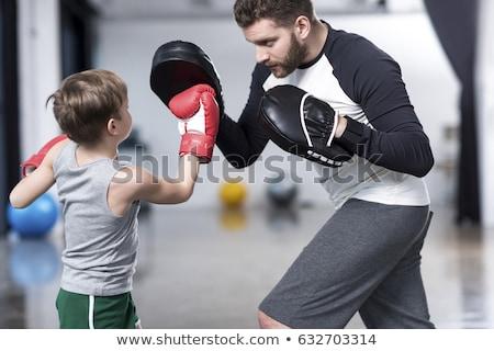 Centrado jóvenes guantes de boxeo formación aire libre Foto stock © deandrobot