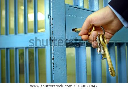 独房 · オープンドア · キー · クローズアップ · ロック - ストックフォト © albund