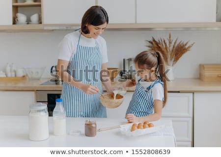 Felice madre figlia bake insieme cucina Foto d'archivio © vkstudio