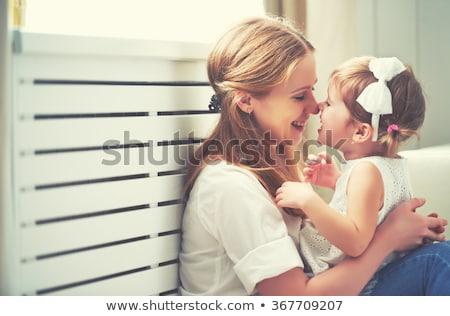Stock fotó: Portré · imádnivaló · fiatal · lány · anya · átkarol · otthon