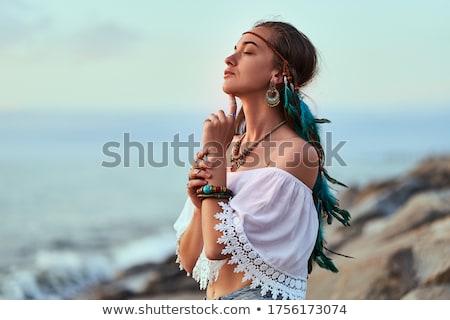 Foto stock: Bela · mulher · retrato · olhos · azuis · mãos · macio · blue · sky
