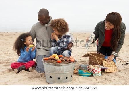 Stockfoto: Jonge · familie · genieten · barbecue · strand · vrouw