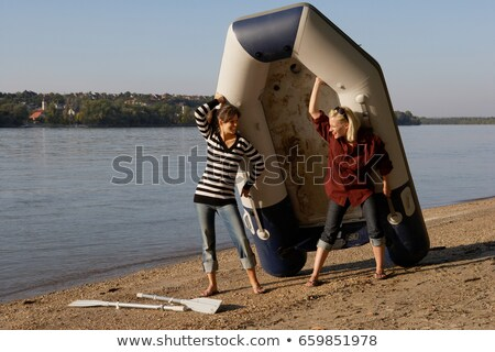 Due donne zattera spiaggia sorridere occhiali da sole Foto d'archivio © IS2