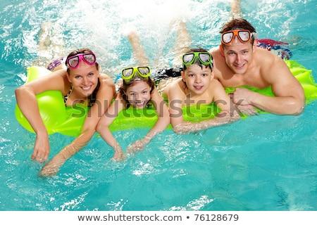 jonge · vrouw · baby · zwembad · familie · zomervakantie - stockfoto © galitskaya