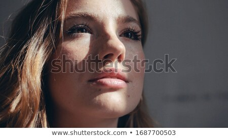 Jovem senhora inocente veja menina Foto stock © konradbak