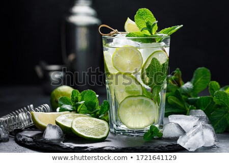 Klassiek mojito cocktail glas houten tafel kalk Stockfoto © karandaev