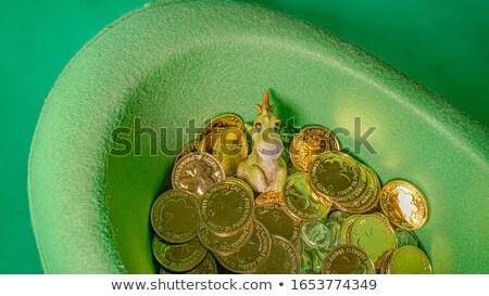 寝 · お金 · 男 · 袋 · コイン - ストックフォト © indiwarm