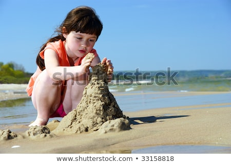 Fille sandcastle illustration sourire construction enfant Photo stock © adrenalina