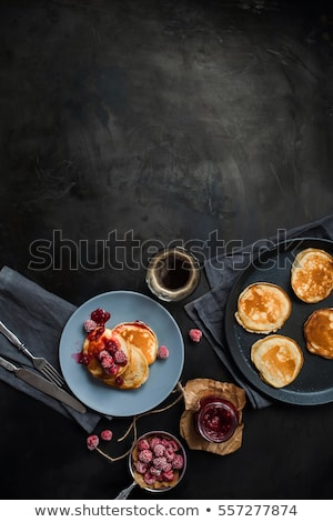 lezzetli · lezzetli · ev · yapımı · krep · bal · nane - stok fotoğraf © peteer
