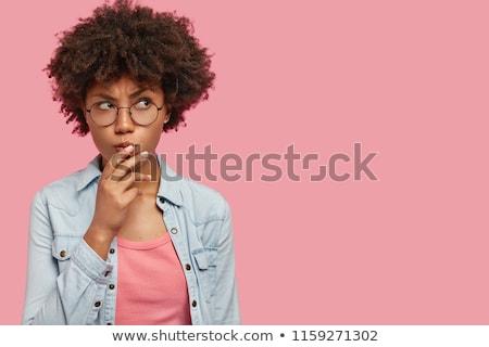 Foto nadenkend aantrekkelijk jonge vrouw kin bril Stockfoto © vkstudio