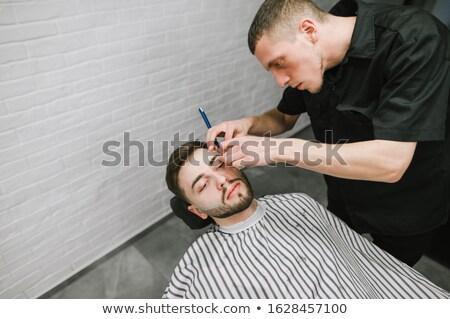 Cabeleireiro em linha reta navalha salão homem Foto stock © Kzenon