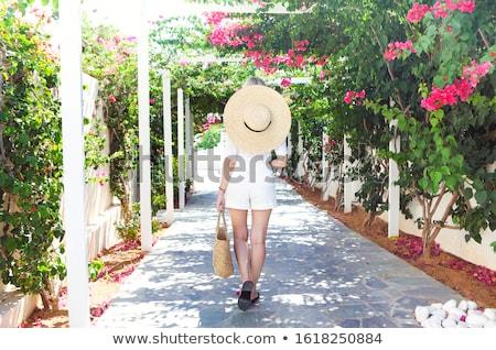 Blond meisje strohoed roze bloemen zonlicht Stockfoto © dashapetrenko