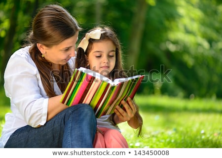 ouders · kind · zitten · gras · baby · liefde - stockfoto © Paha_L