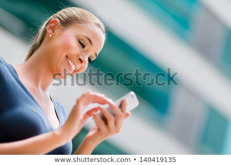 小さな · 女性実業家 · 携帯 · クローズアップ - ストックフォト © Edbockstock
