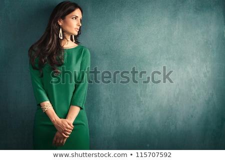 Brunette groene jurk mooie mode Stockfoto © zdenkam