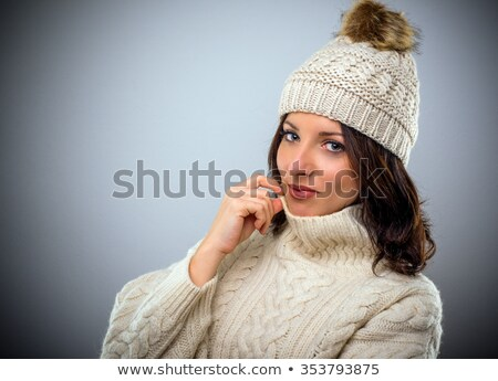 portret · brunette · wol · cap · coltrui - stockfoto © photography33