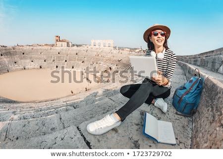 студентов рабочих ноутбука амфитеатр улыбка счастливым Сток-фото © wavebreak_media
