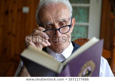 シニア · 男 · 読む · 図書 · 椅子 - ストックフォト © iofoto