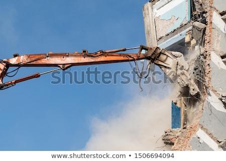 Eski bina yıkım vinç ev Bina Stok fotoğraf © stevanovicigor