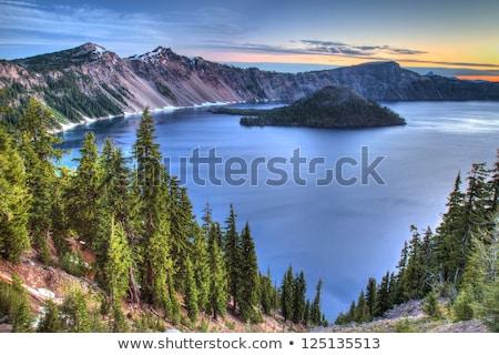 cratera · lago · marrom · reflexão · montanha · nuvem - foto stock © billperry