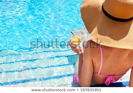 giovani · donna · bionda · rilassante · piscina · indossare · occhiali · da · sole - foto d'archivio © stryjek