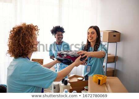 Mulher doação comida banco mulheres Foto stock © HighwayStarz
