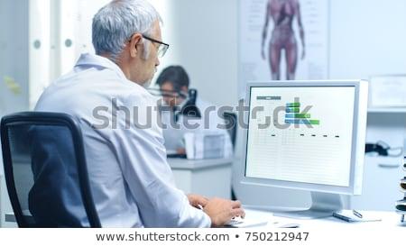 arts · werken · testresultaten · patiënt · kantoor · business - stockfoto © hasloo
