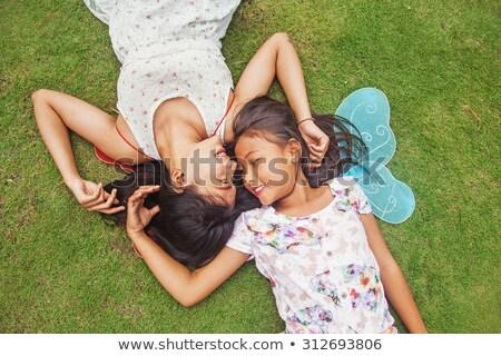 madre · hija · mentiras · hierba · flores · nina - foto stock © paha_l
