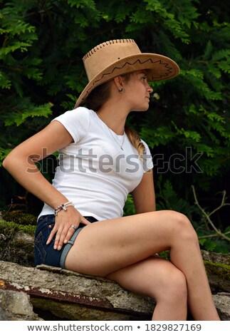 Slank meisje cowboyhoed mooie glimlachend Stockfoto © rcarner