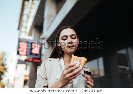 деловая · женщина · еды · сэндвич · мнение · деловой · женщины · улице - Сток-фото © is2