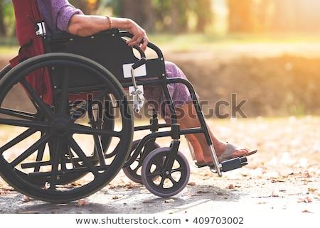 Oude vrouw wiel stoel verpleegkundige vrouw werken Stockfoto © IS2