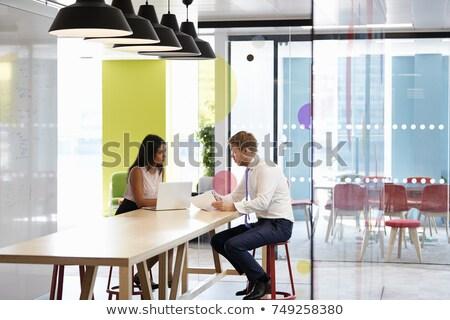 Mujeres informal reunión de negocios alimentos reunión de trabajo Foto stock © IS2