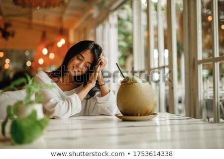 Kobieta egzotyczny koktajl biały tabeli Zdjęcia stock © dashapetrenko