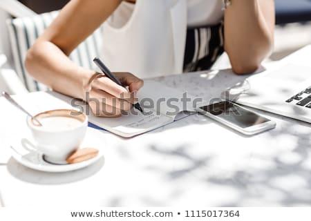 Gelukkig vrouw notebook coffeeshop cafe mensen Stockfoto © dolgachov