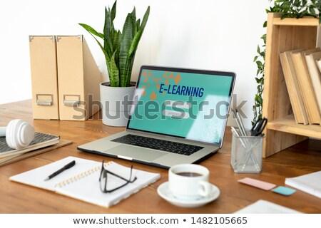 ノートパソコン ウェブサイト ホームページ 表示 その他 事務用品 ストックフォト © pressmaster