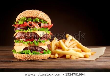 Smakelijk verdubbelen cheeseburger rundvlees tomaat kaas Stockfoto © zhekos