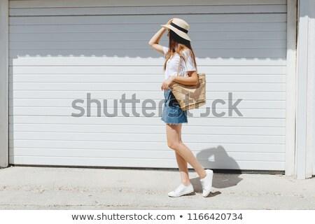модный модный брюнетка скрещенными ногами Сток-фото © stockyimages
