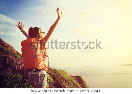 vrouw · wandelen · rugzak · bergen · parcours - stockfoto © blasbike