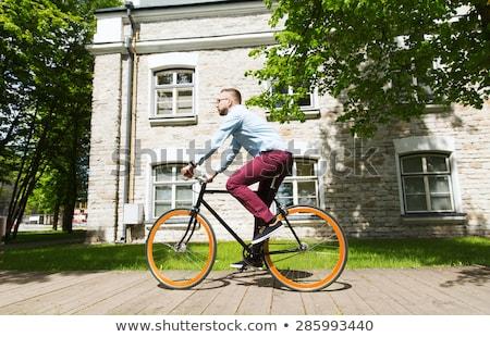 Feliz jóvenes hombre equitación fijado Foto stock © dolgachov