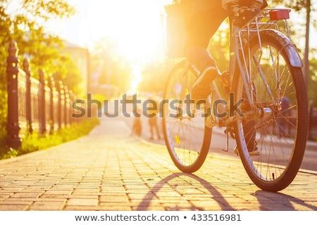 Ciclismo cidade mulher jovem transporte público esportes Foto stock © val_th