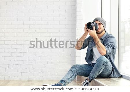 Homme photographe caméra jeunes blanche t-shirt Photo stock © wavebreak_media