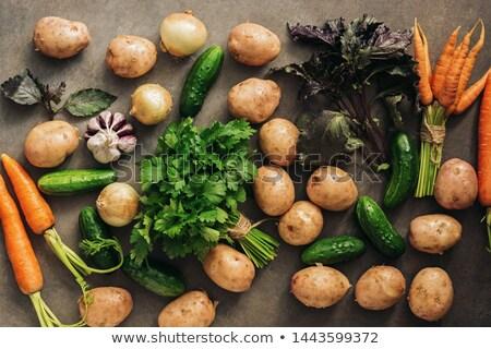 Organique oignons carottes vieux table chambre Photo stock © Freila