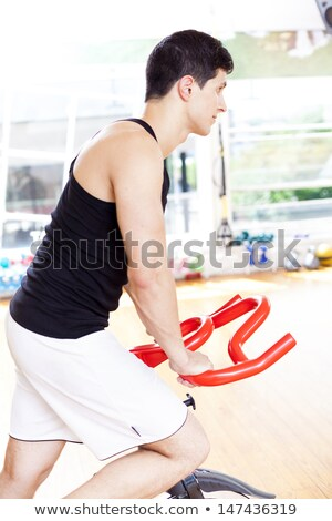 hombre · ejercicio · bicicleta · gimnasio · hombres · club - foto stock © Paha_L