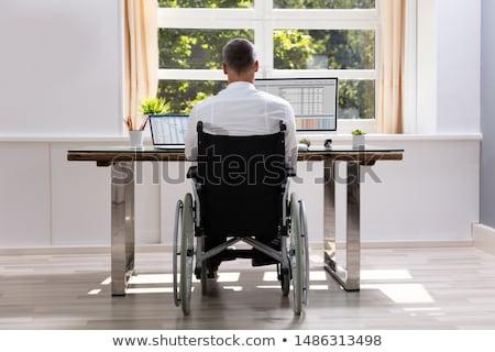 障害者 · ビジネスマン · 座って · 車いす · 肖像 · オフィス - ストックフォト © andreypopov