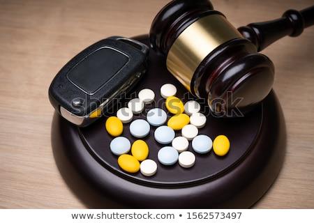 Pílulas juiz gabela secretária tabela Foto stock © AndreyPopov