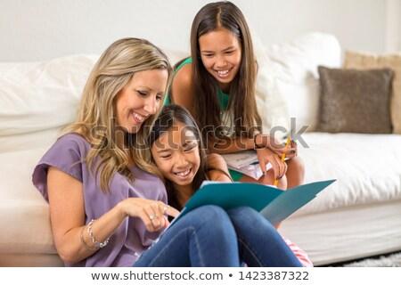Famiglia lettura mondo donna casa costruzione Foto d'archivio © photography33