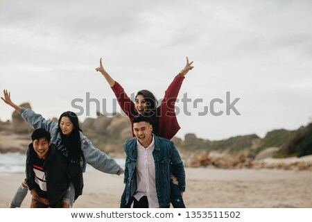 ludzi · portret · skoki · młodych · ludzi · plaży · strony - zdjęcia stock © photography33
