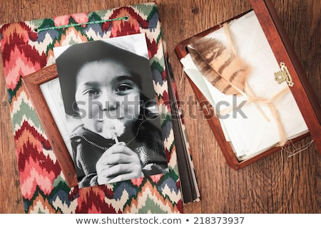 me · de · volta · memórias · escondido · cartas - foto stock © przemekklos